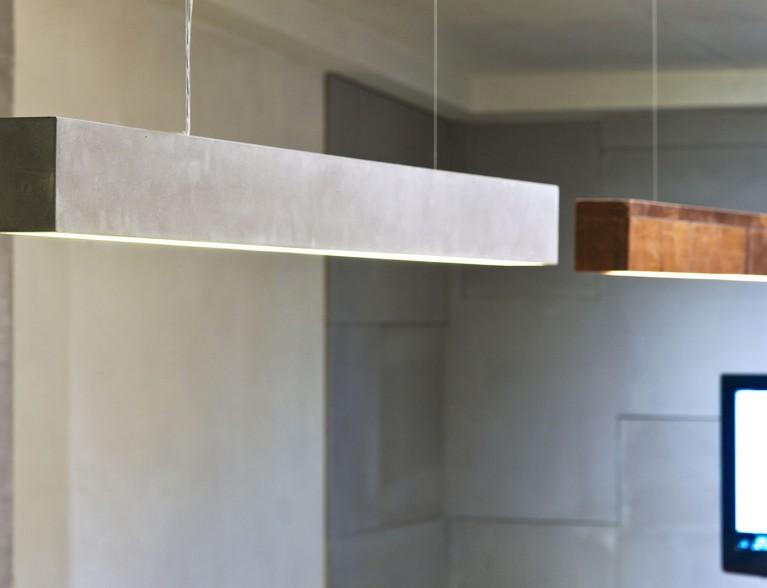 גופי תאורה מעוצבים מעץ ומבטון