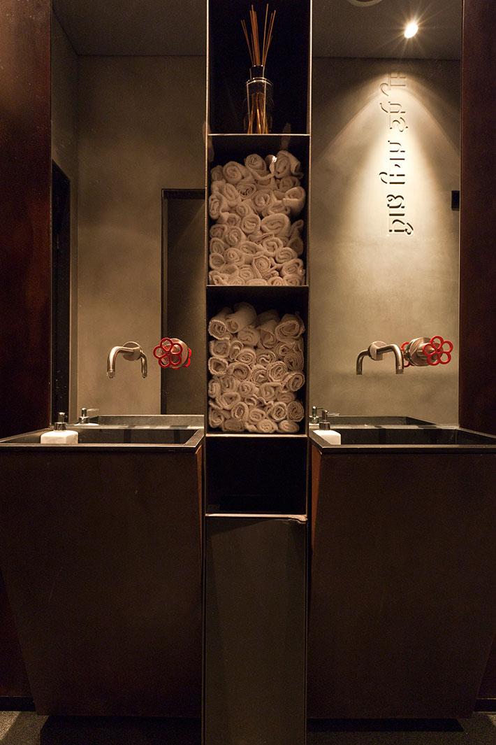 Concrete bathroom by BETONADA (37)