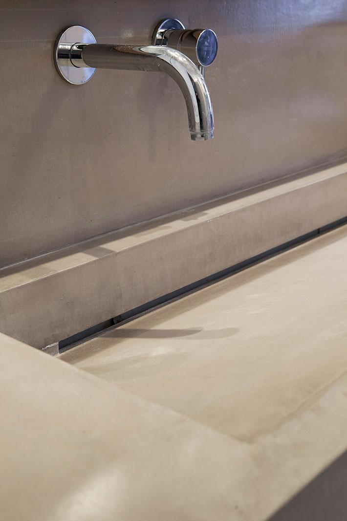 Concrete bathroom by BETONADA (41)