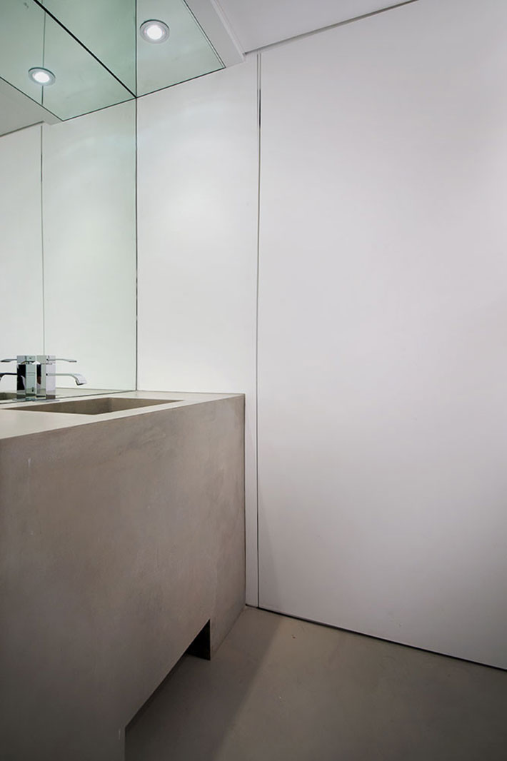 Concrete bathroom by BETONADA (47)
