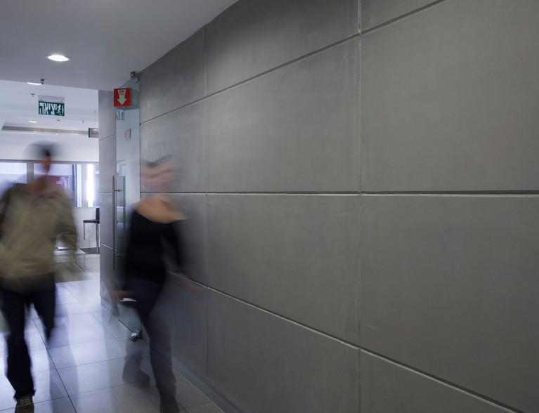 קיר בטון מוחלק למסדרון - ארטן בטונדה
