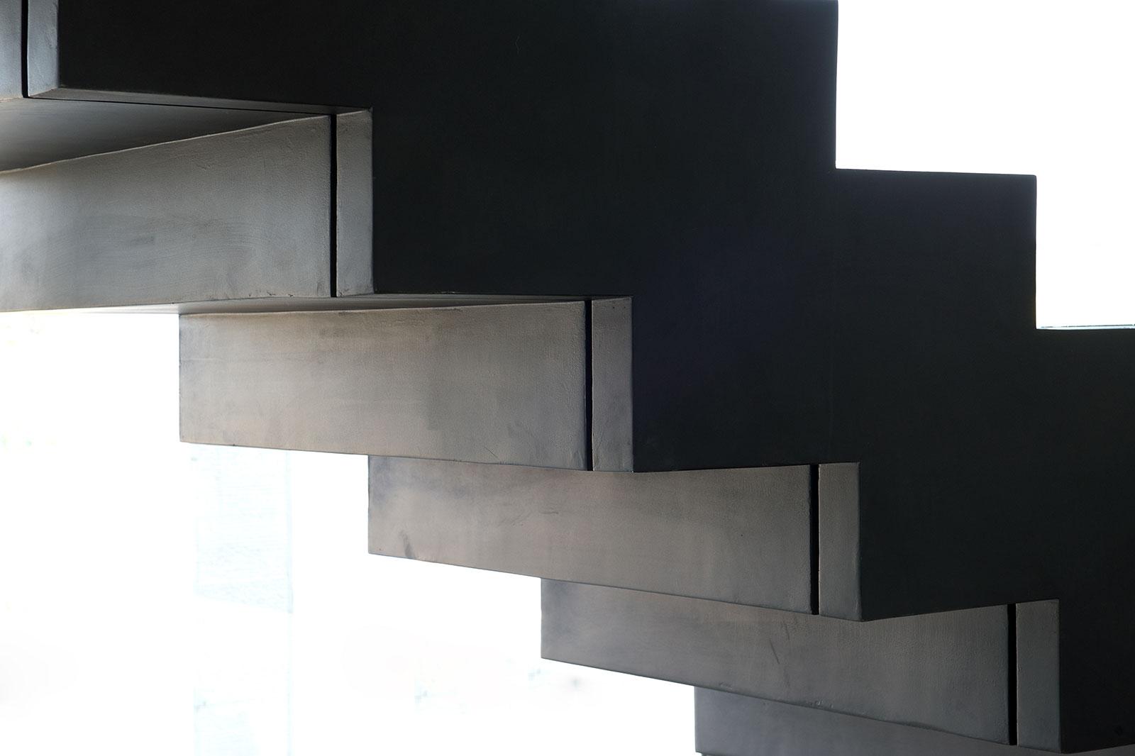 מדרגות מעוצבות מבטון מוחלק