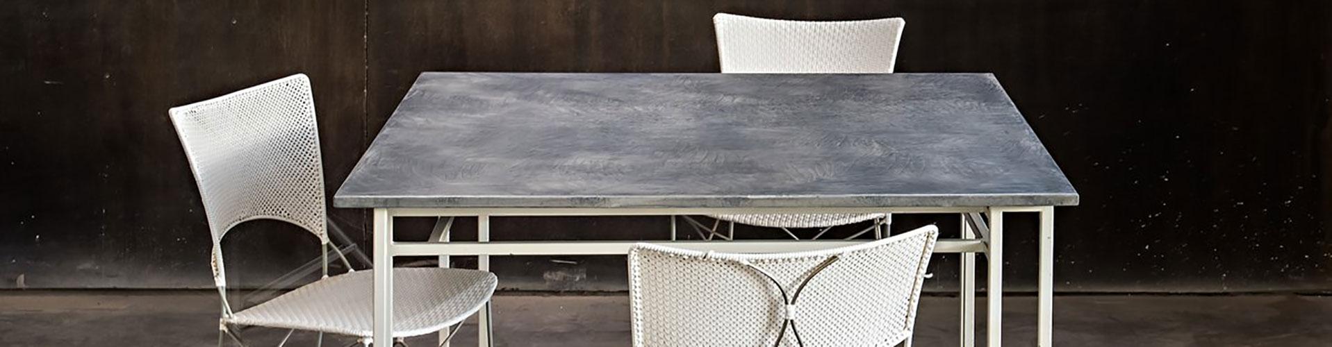 שולחן בטון מעוצב לגינה