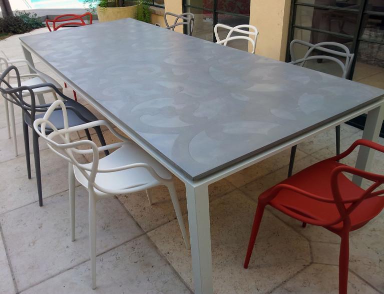 שולחן בטון מעוצב למרפסת הבית
