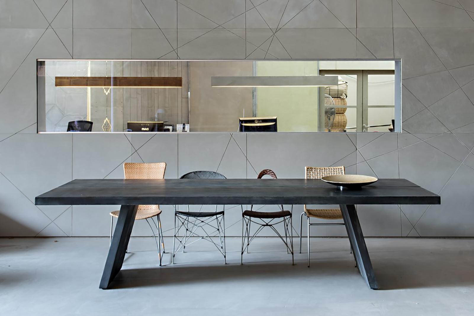 שולחן מעוצב מבטון מוחלק